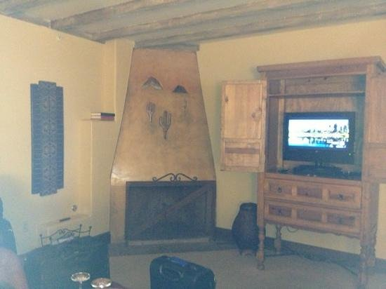 Royal Palms Resort and Spa: bad lighting regardless of time of day; is that a puma in the fireplace?
