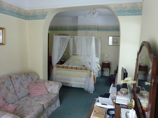 Grove Villa:                   Bedroom