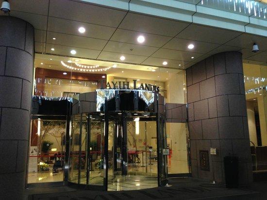 Tayih Landis Tainan : Entrance to the hotel