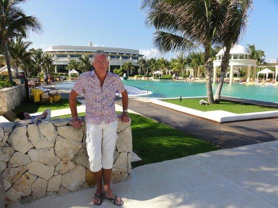 Iberostar Grand Hotel Paraiso:                   Het grote zwembad