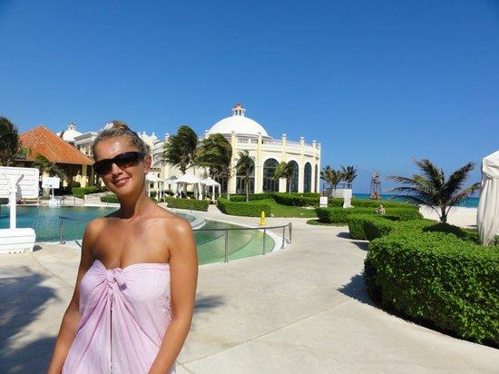 Iberostar Grand Hotel Paraiso:                   Zicht op lunchrestaurant La Brisa