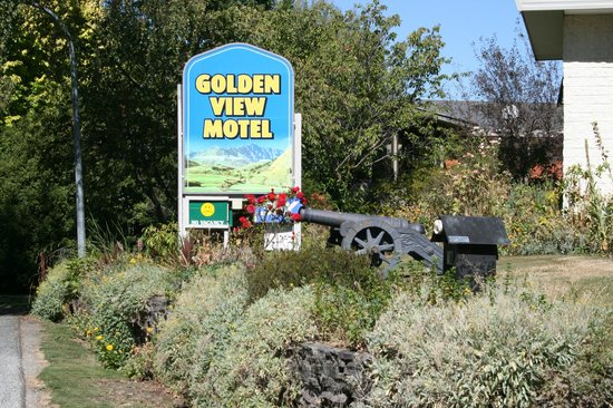 Arrowtown Motel Apartments:                   Outside sign