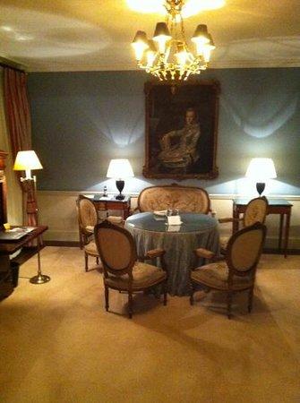 Wald & Schlosshotel Friedrichsruhe:                   the sitting room in a hunting lodge room.