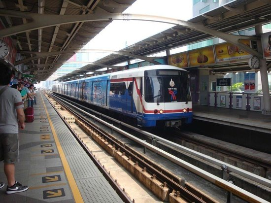 Rembrandt Hotel Bangkok:                   BTS train