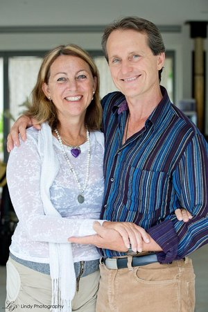 Alaya Verde : Your Hosts Gina and Duncan