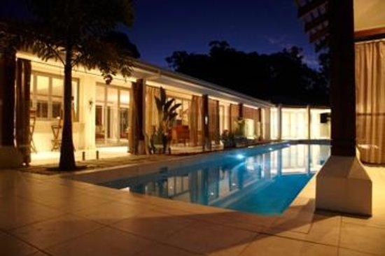 Alaya Verde : The pool area by night