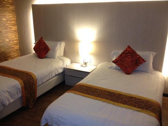 Casa Fina Fine Homes:                   room