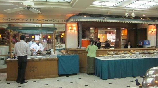 Montien Hotel Bangkok:                   restaurant