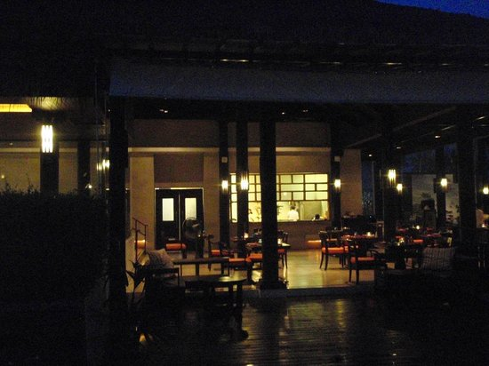 The Vijitt Resort Phuket:                   Restaurant at night