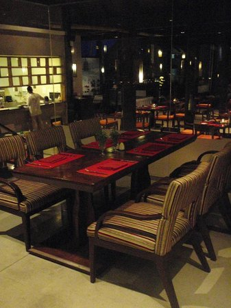 The Vijitt Resort Phuket:                   Another picture of the dining area of the main restaurant (Savoury)