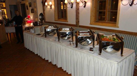 KITZO Alpenstueberl:                   Unser Buffet- Warmtheke