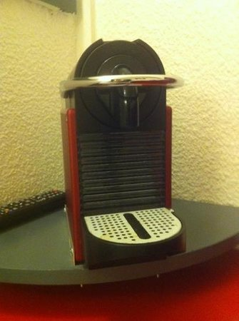 Egg Hotel Goussainville CDG :                                     coffee machine but no coffee