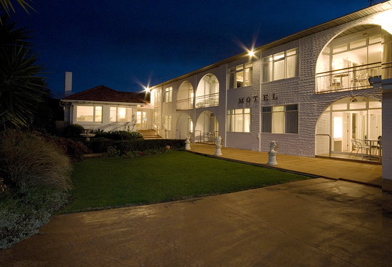 Aarangi Motel: By night
