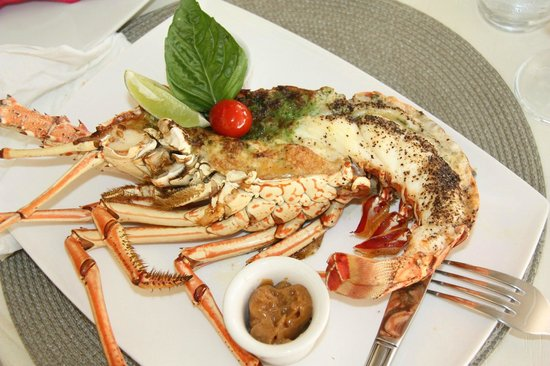 Catherines Cafe Plage:                   anyone fro lobster ?