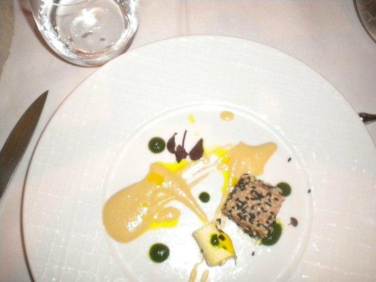 Agape bis:                   Antipasto di pesce con formaggio greco