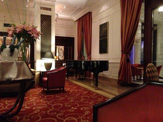 Corinthia Hotel Budapest:                   Bar con pianista