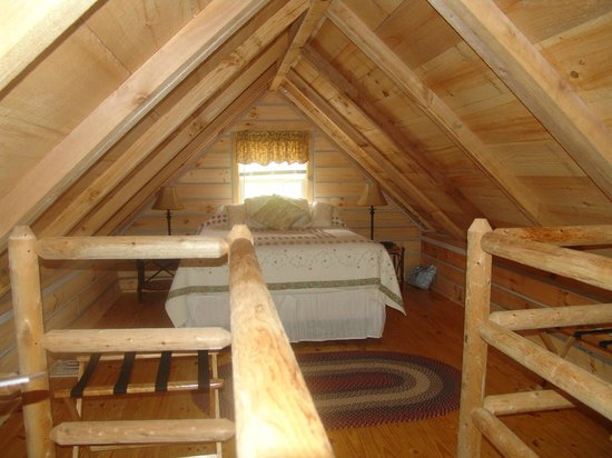 Timber Ridge Outpost & Cabins: Hickory Hollow log cabin loft
