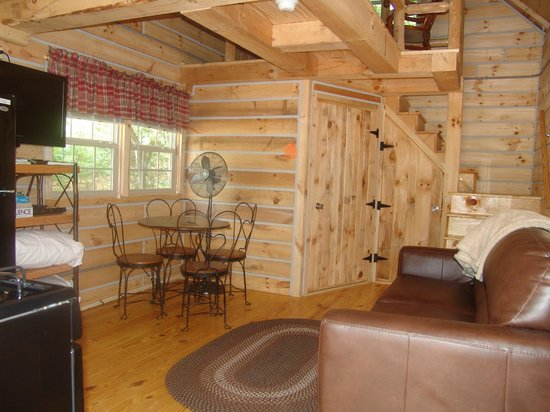 Timber Ridge Outpost & Cabins: Hickory Hollow log cabin