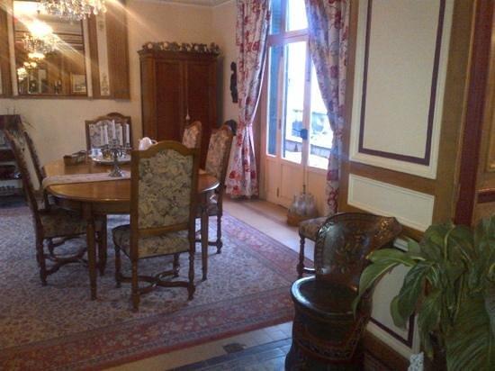 Château Le Barreau :                                     le petit déjeuner, que du calme et de la sérenité pour entam