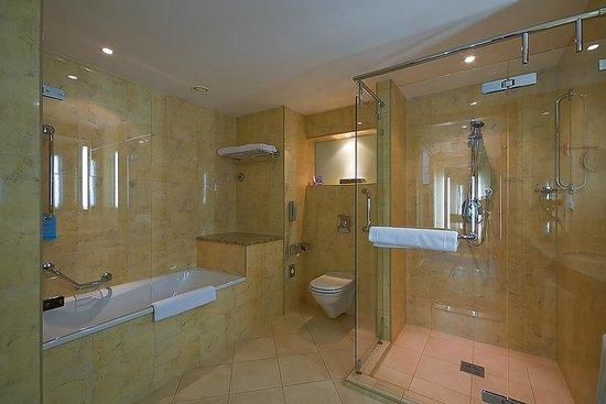 Radisson Blu Hotel Krakow: Bathroom