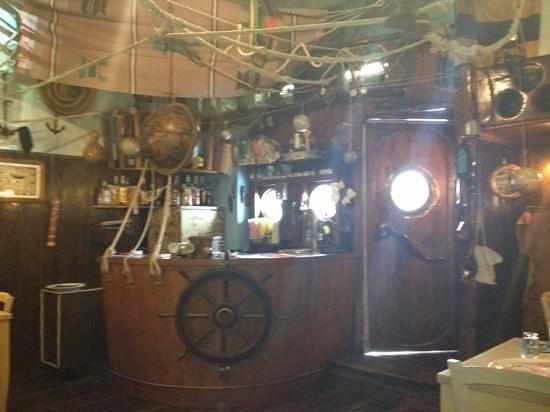 Capitan Trinchetto :                                     bancone