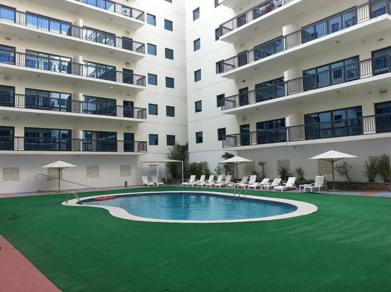 Golden Sands Hotel Apartments:                   pool