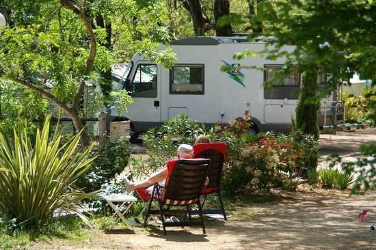 Camping Les Pinedes: emplacement camping car