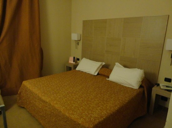 Cancelli Rossi Hotel: Stanza