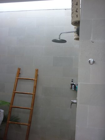 Jas Boutique Villas:                   Shower