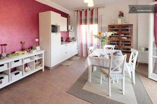 Cento Passi dal Duomo: Living Room attrezzato per colazione e tempo libero