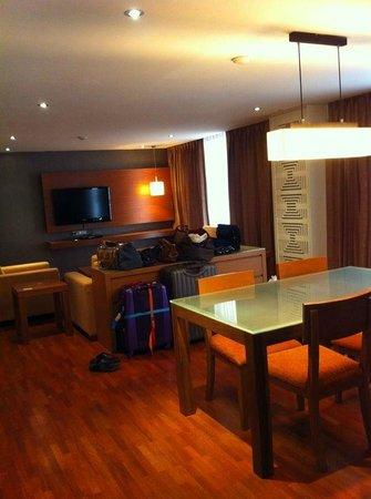 Bandara Suites Silom, Bangkok: salon