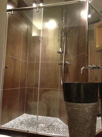 Hotel Saint-Gery :                                     Shower