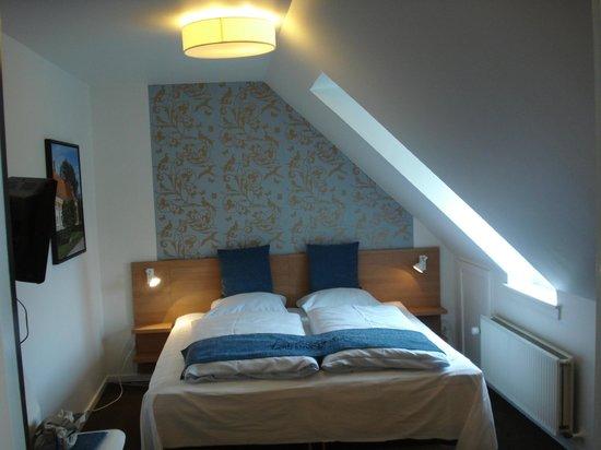 Savoy Hotel:                                                       letto tra i tetti e..lucean le stelle
