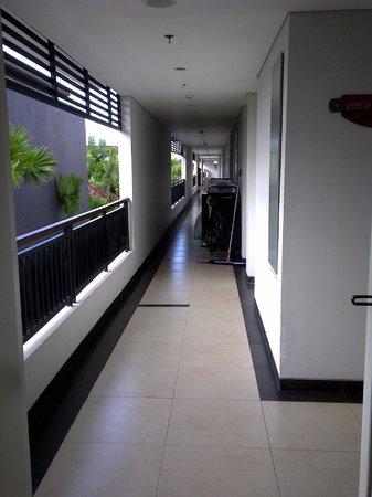Crystal Kuta Hotel:                   lorong kamar