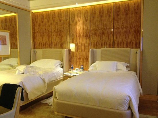 The Ritz-Carlton, Millenia Singapore:                   Double Beds