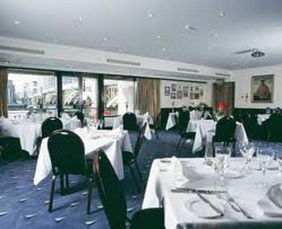 The little ship club london restaurantanmeldelser for Cafe le jardin bell lane london