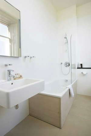 Nether Abbey Hotel: Cool and contemporary bathrooms
