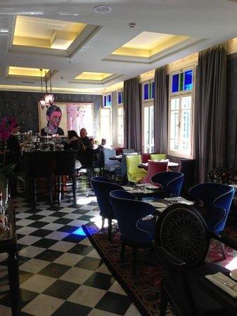 Alma Hotel & Lounge:                   lounge
