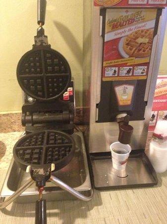 Rodeway Inn & Suites:                   waffles...