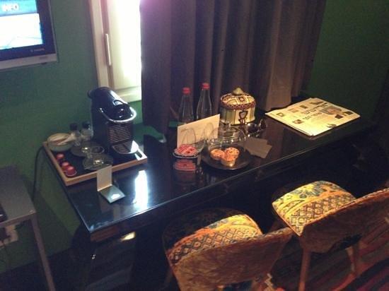 Alma Hotel & Lounge:                   something spishel
