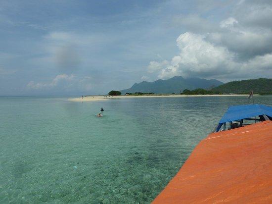 Ankermi / Happy Dive Resort :                   Off Babi Island