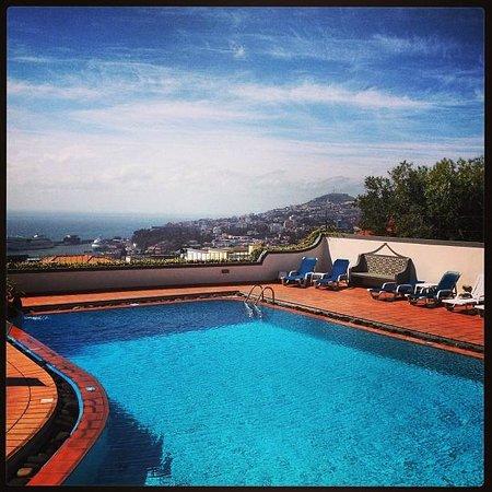 Quinta Mae Homens Apartments :                   Poolside