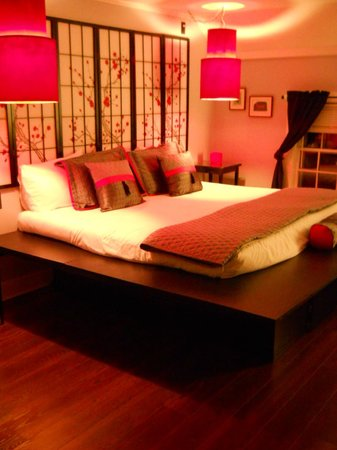The Admiral Peary Inn Bed & Breakfast :                   This is a better view of one of the Asian-inspired guest rooms at Admiral Pear