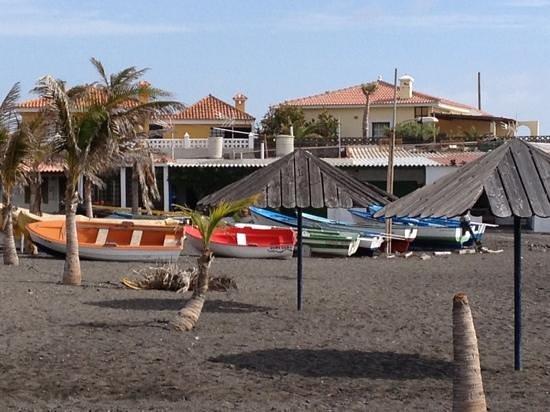 El Cerrito Apartamentos:                                     beach near fuencaliente