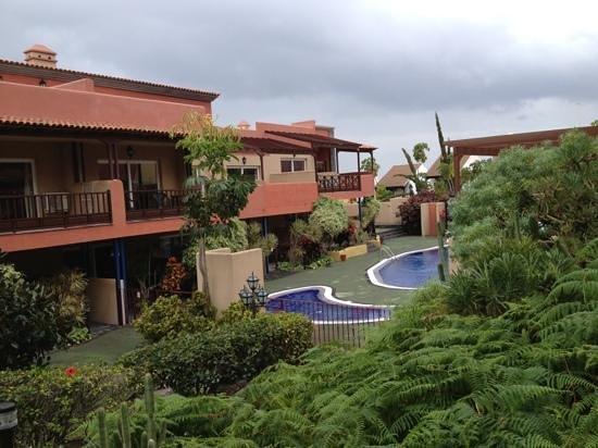 El Cerrito Apartamentos:                                     garden of El Cerrito in between apartments