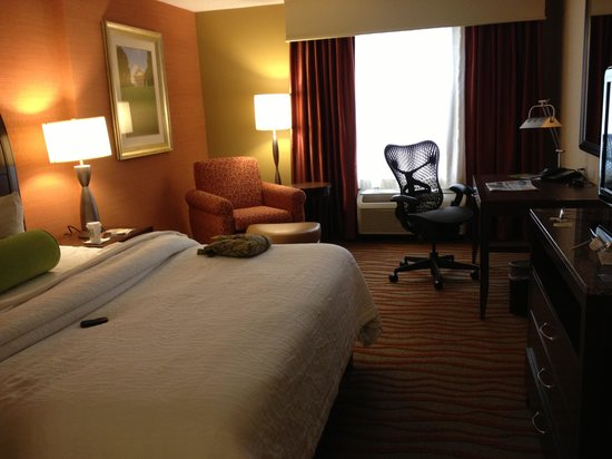 Hilton Garden Inn Arlington Courthouse Plaza:                   Room from another angle