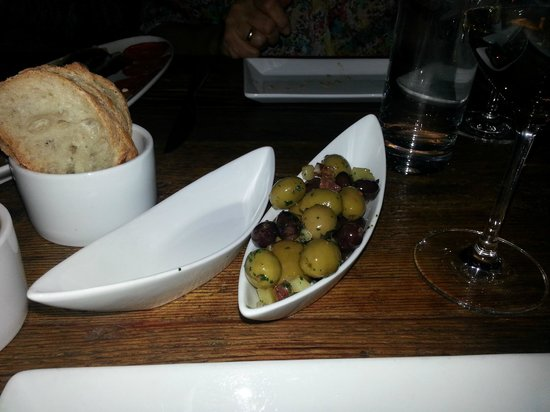 Tinto:                   olives and bread