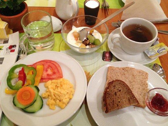 Niederräder Hof:                   早餐