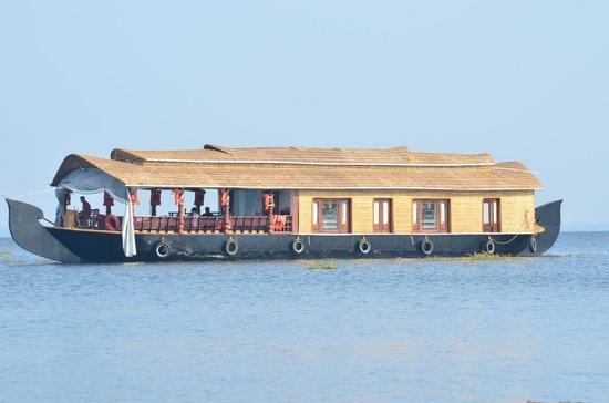Lemon Tree Vembanad Lake Resort:                   house boat