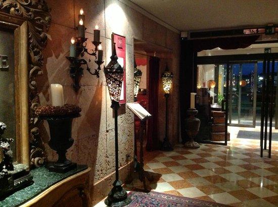 Metropole Hotel:                   Entrance